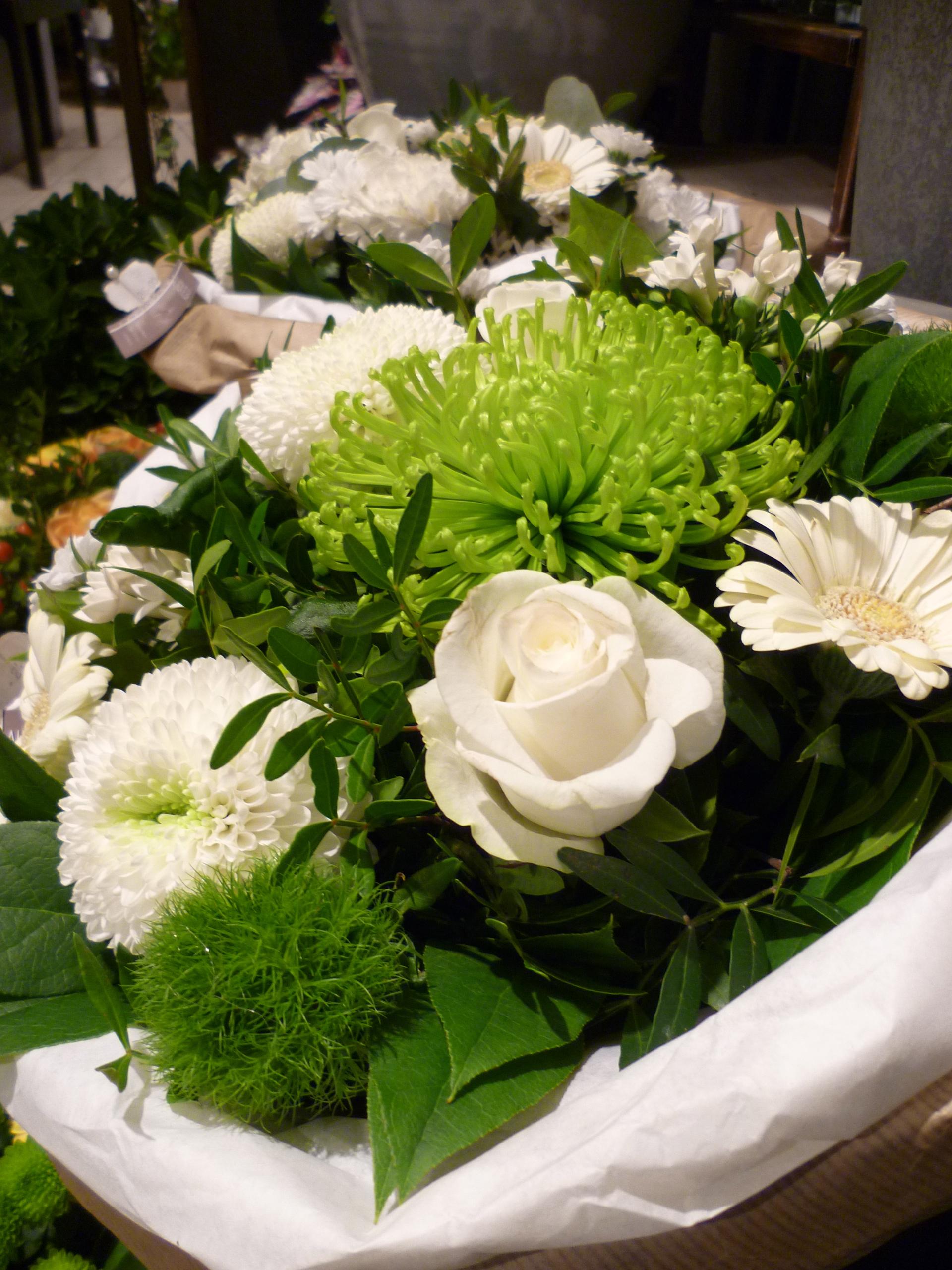 Bouquet rond blanc au jardin de l aau jardin de l a for Le jardin de lea